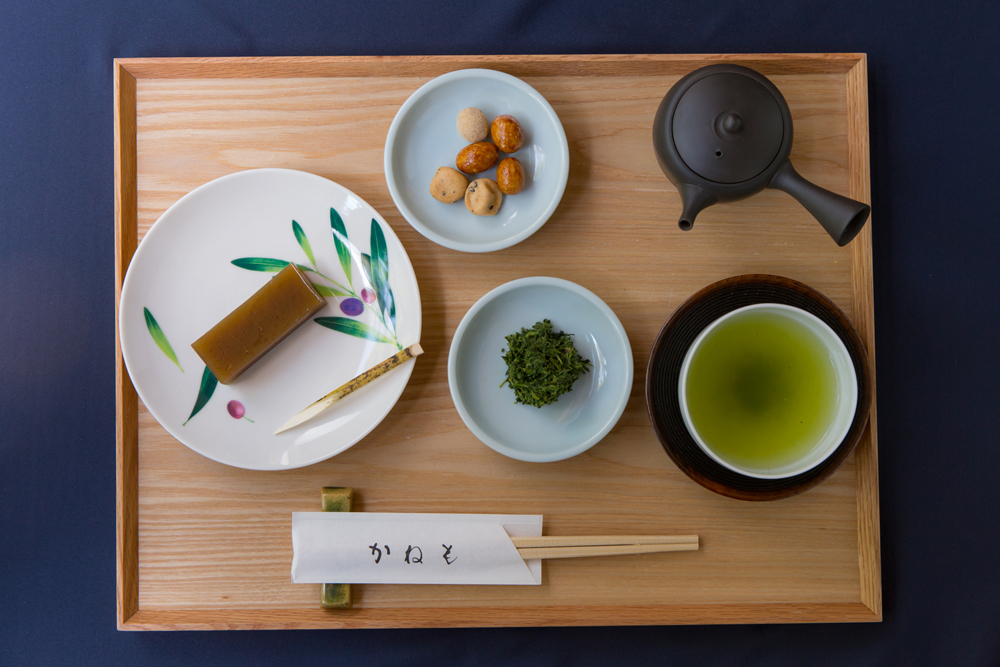栗羊羹と 有機栽培煎茶「まろみ煎茶」